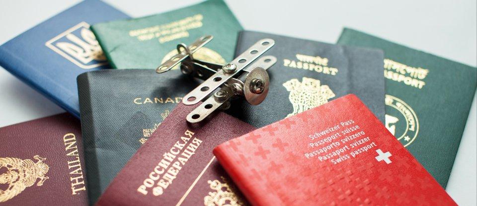 Паспорти Швейцарії, Росії, Таіланду, Чилі, України та Канади