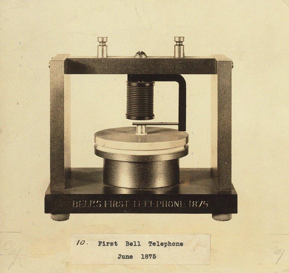 Перший телефон Белла, який жартома називали «шибеницею» / Getty Images