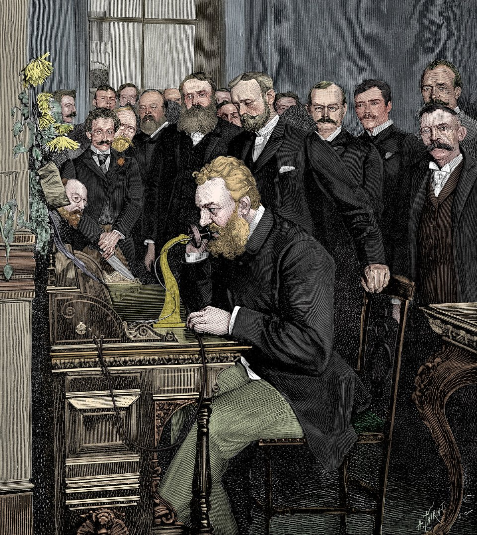 Александер Белл на відкритті телефонної лінії Нью-Йорк — Чикаго в 1892 році. До останніх років життя винахідник працював над вдосконаленням свого пристрою / Getty Images