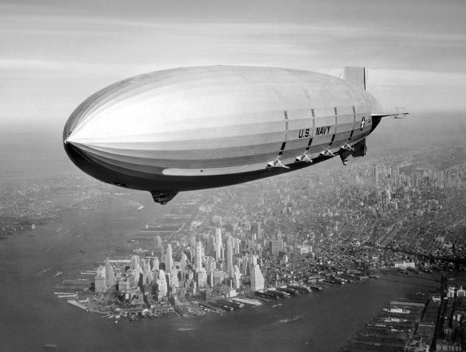 Повітряний авіаносець USS Macon в небі над Нью-Йорком