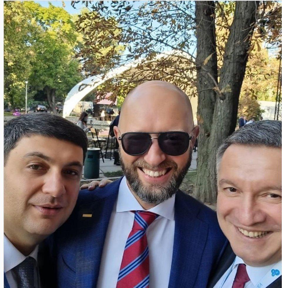 Яценюк, Гройсман та Аваков на YES / Instagram