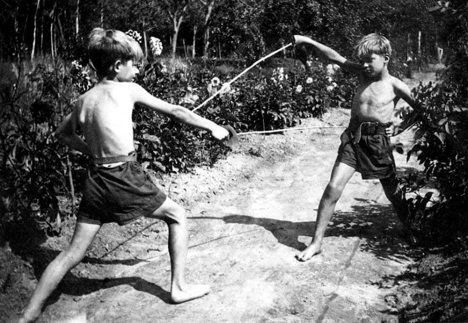 Жан-Поль Бельмондо зі своїм братом Аленом