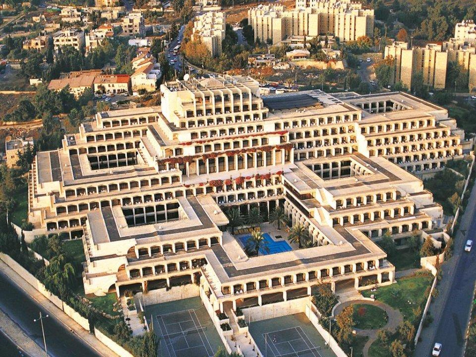 Фешенебельний готель Дан в Єрусалімі зараз не приймає туристів. В ньому проходять обсервацію
