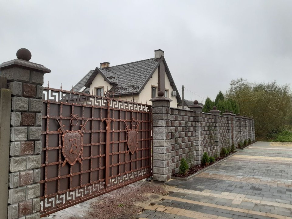 Будинок, у якому під час мерства жила Ірина Верещук. Після закінчення своєї каденції будинок у Раві-Руській вона продала