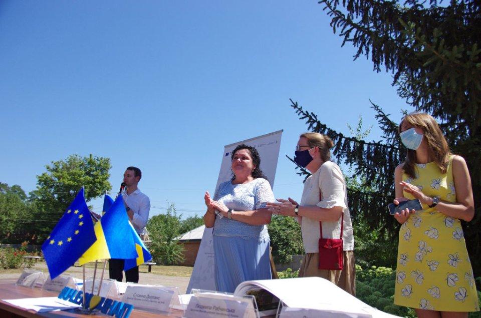 У Нових Санжарах шанують місцеву владу. У тому числі за спільні проєкти по розвитку селища з ЄС