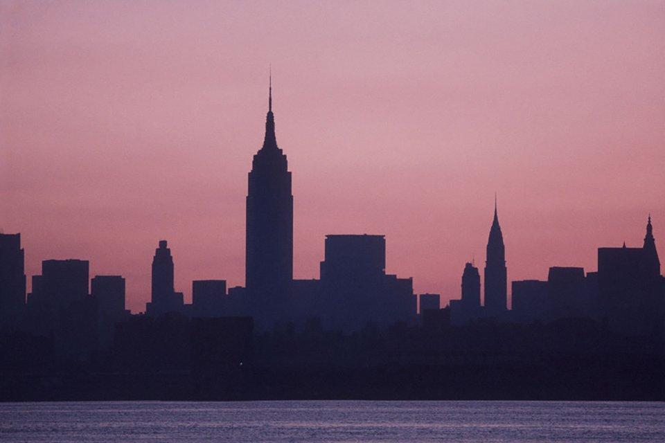 Рассвет 14 июля на обесточенном Манхэттене