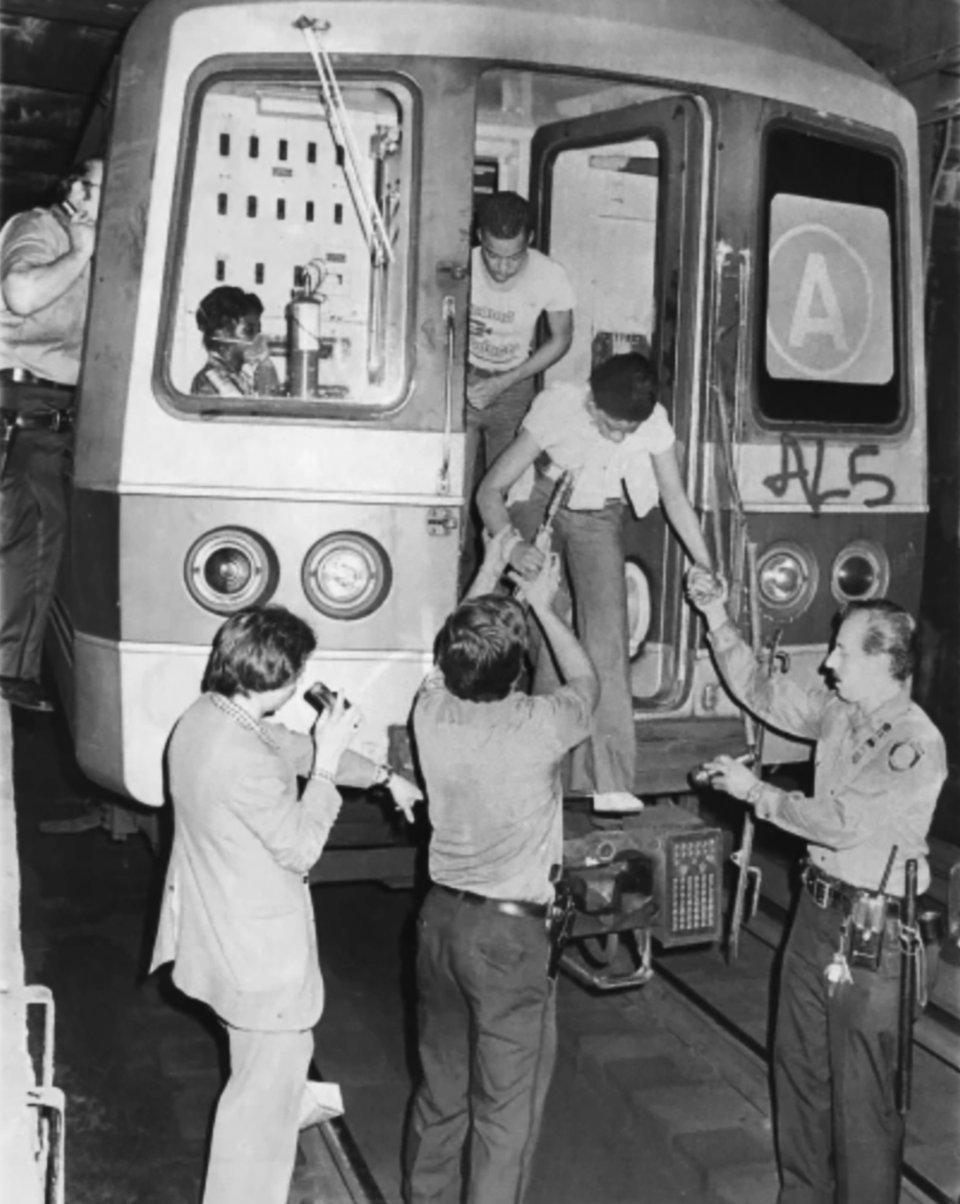 Эвакуация пассажиров из нью-йоркского метрополитена