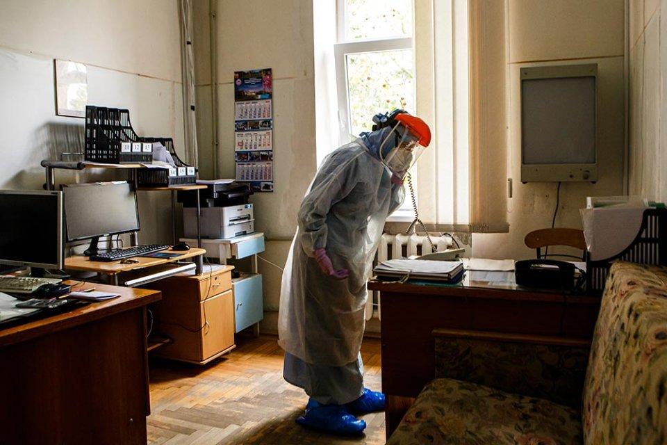 Належне оснащення лабораторних центрів не меньш важливе, ніж наявність у органу епідеміологічного нагляду регуляторних функцій