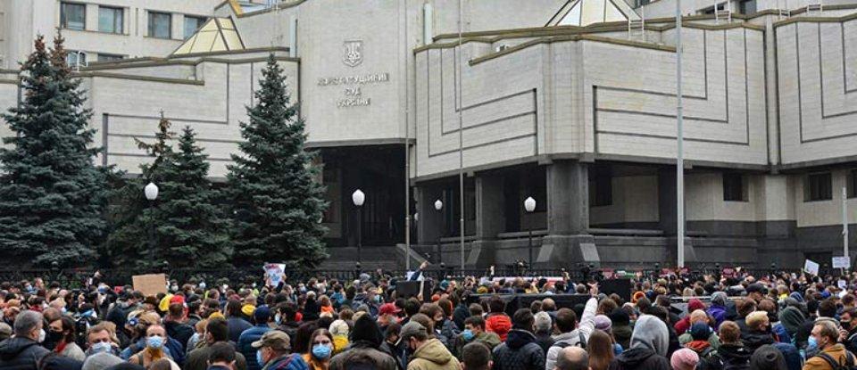 Конституційний капець: як через мову, землю та банки Україна може втратити державність