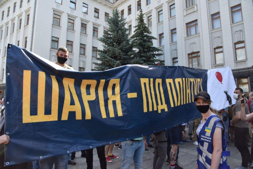 Парадокс в тому, що під час місцевих виборів Шарій добре попрацював на Порошенко/Getty images