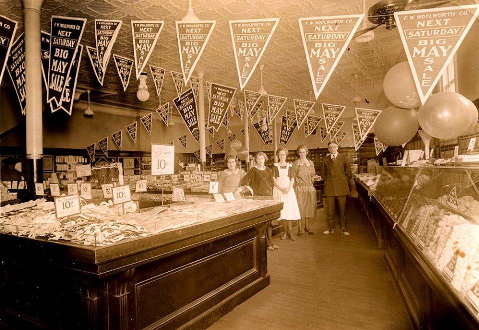 В магазинах покупцям на вибір пропонувався великий асортимент товарів — від дитячих іграшок та солодощів до кухонного посуду та мила / The Woolworths Museum