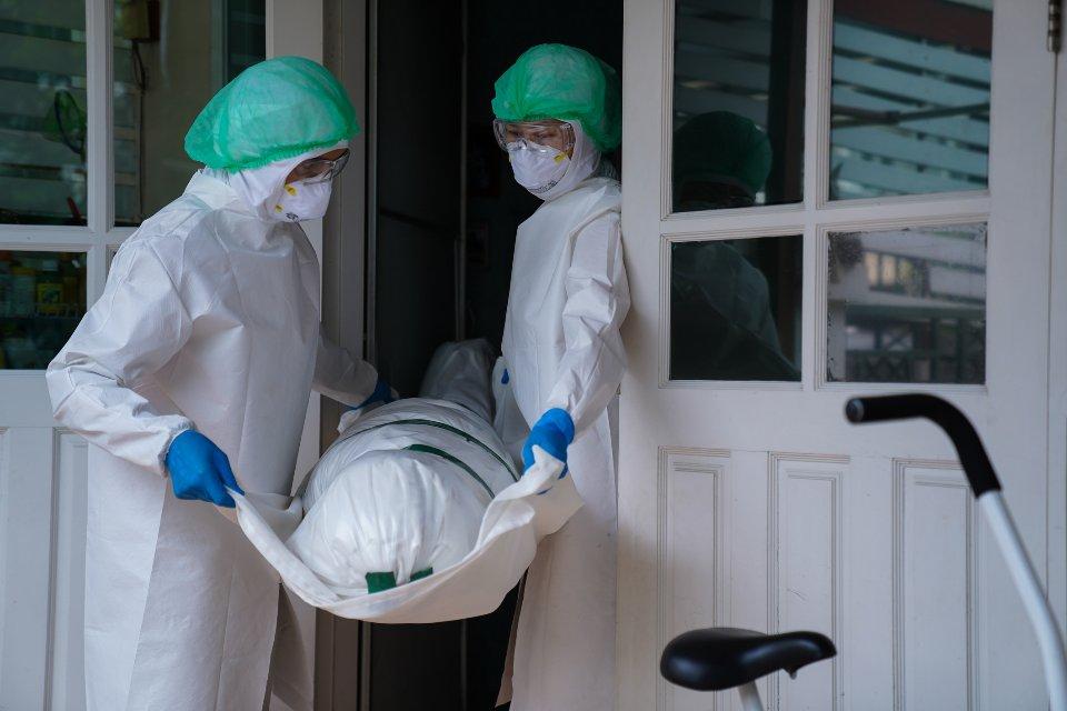 Володимир Паніотто вважає, що через велику кількість померлих від COVID-19 українці змінять своє ставлення до вакцинації / Getty images