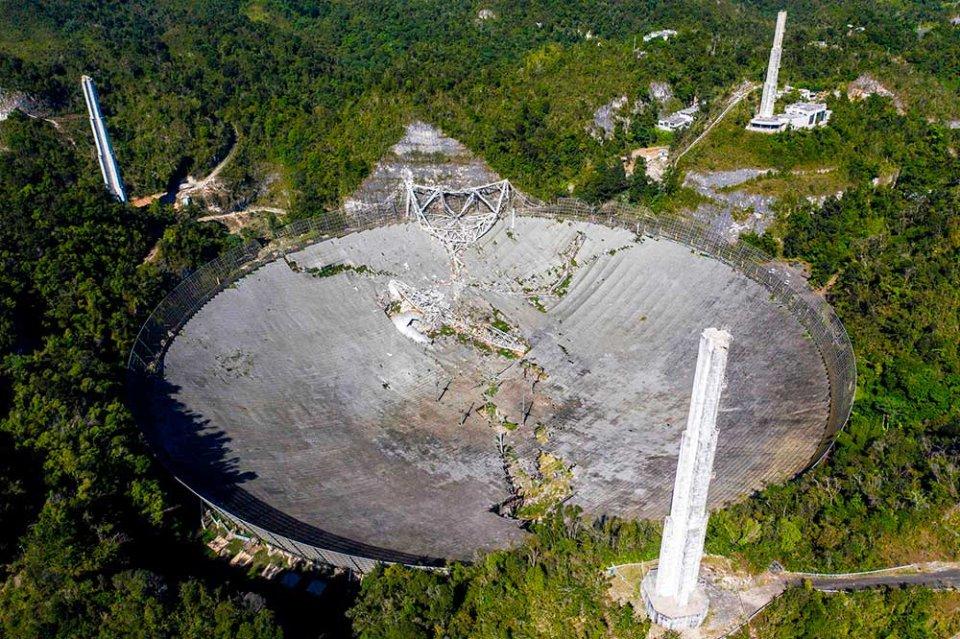 Радіотелескоп Аресібо після зруйнування 1 грудня 2020