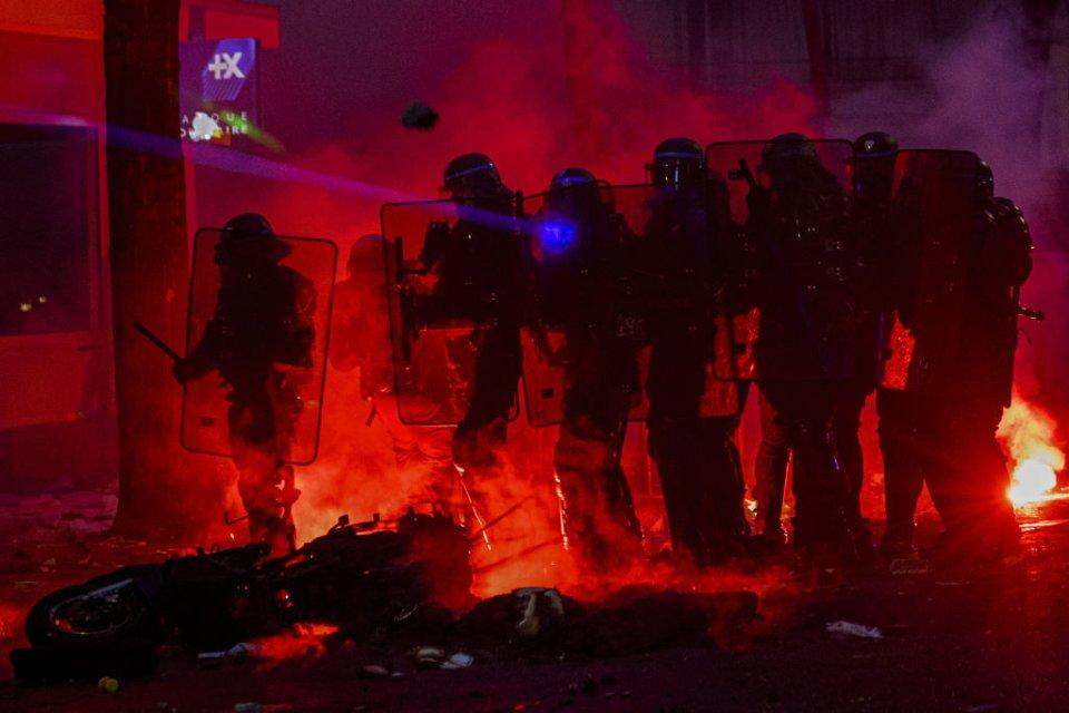 Невдоволення збільшенням повноважень поліції переросло у масштабні протести / Getty images