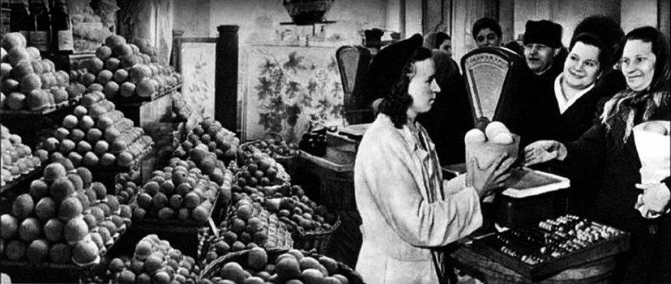Напередодні Нового року в радянській Україні вишиковувалися черги за мандаринами
