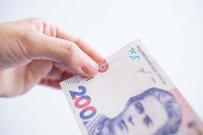 «Повышать надо аккуратно». В Минфине объяснили, почему минимальная зарплата в 2022 году вырастет всего на 200 грн