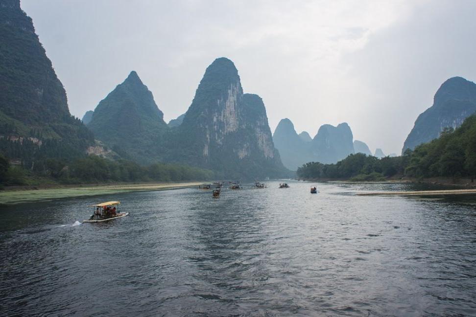 В Китае затонуло пассажирское судно. По меньшей мере восемь человек погибли