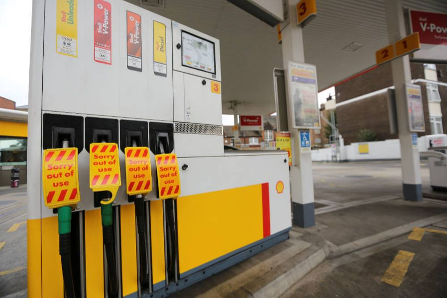 У Великобританії очікується логістична криза через підвищений попит на бензин